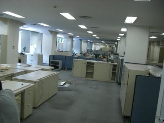 大坂で政府系銀行の什器備品をリユース&リサイクル。