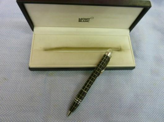 モンブランのボールペンでスターウオーカーてのが入荷しました。