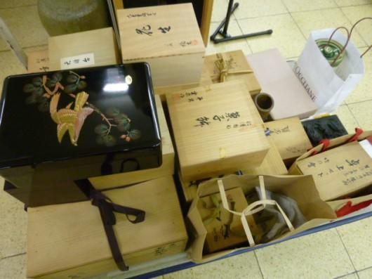 大量の美術品、雑貨が入荷しました。調べるのに大変です↓↓