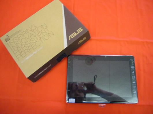 ASUS、10型タブレット「MeMO Pad Smart ME301T」が、入荷しました。