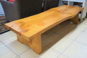 ベンチのような。。テーブルのような。。無垢の家具が入荷しました♪