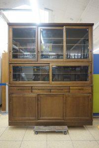 カリモクの大型食器棚が入荷しております♪ 100年使えそうな丈夫な作りです(*'▽')